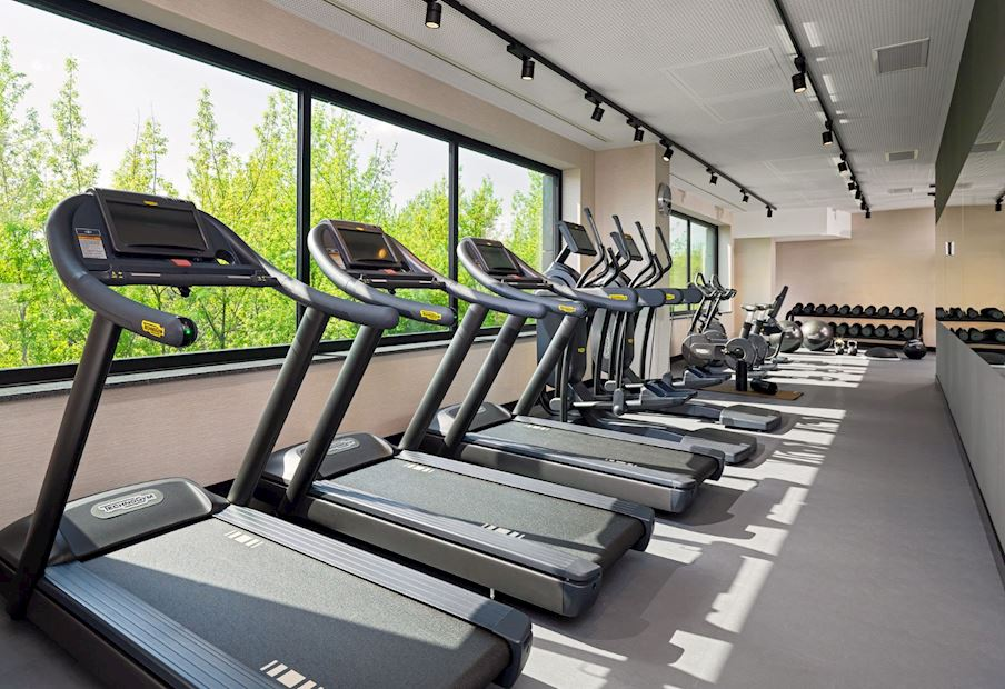 Nasz fitness center, dostępny całą dobę, pomoże ci utrzymać twój plan treningowy nawet w podróży